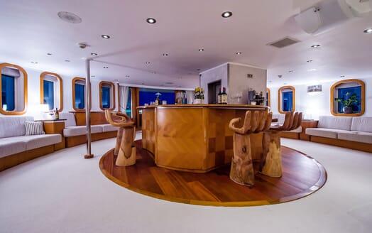 Motor Yacht SHERAKAN Bar