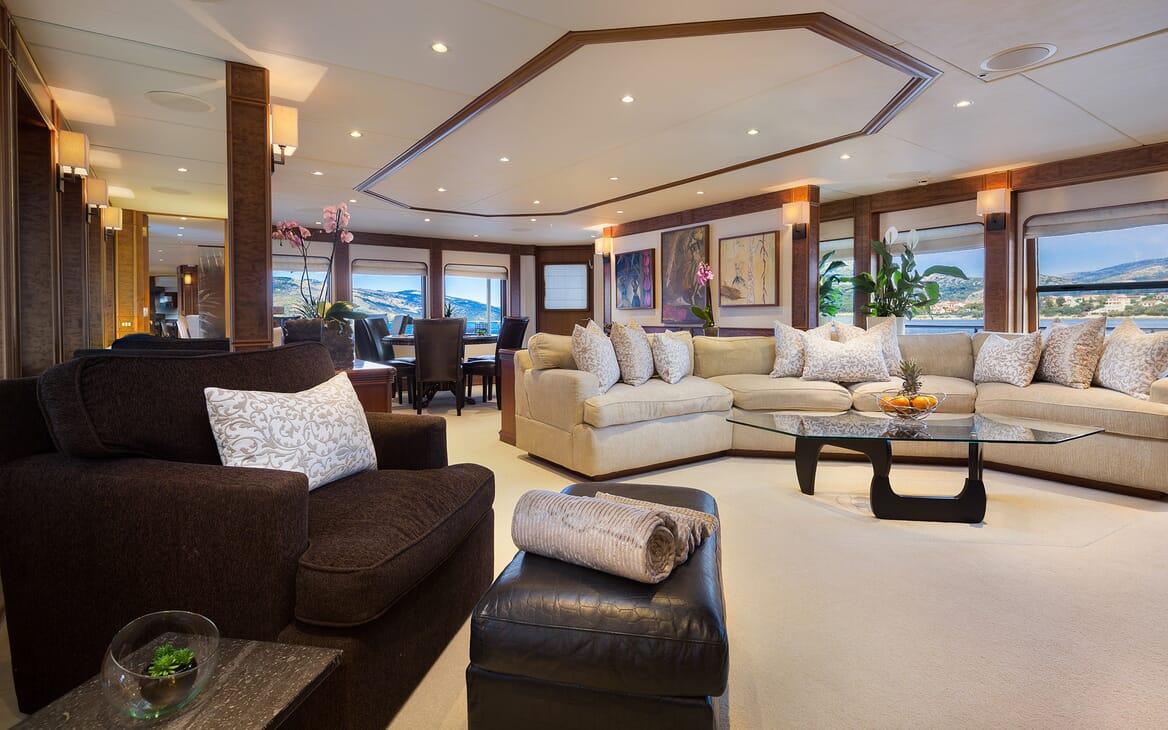 Motor Yacht Brazil saloon