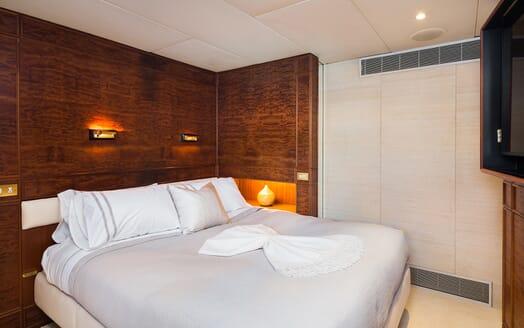 Motor Yacht Brazil guest cabin
