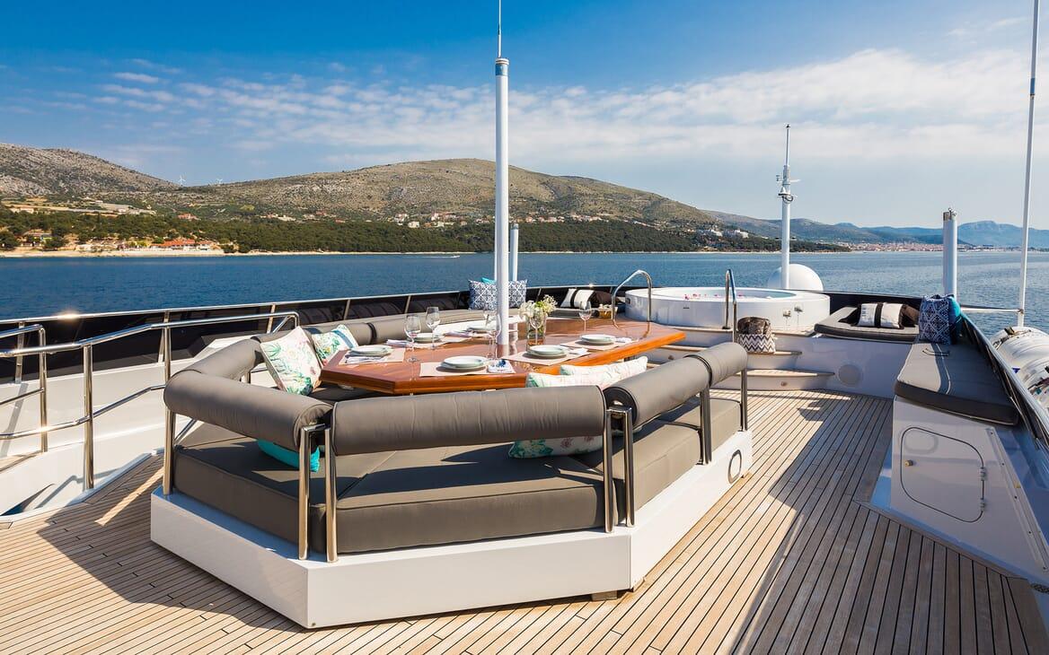 Motor Yacht Brazil sundeck