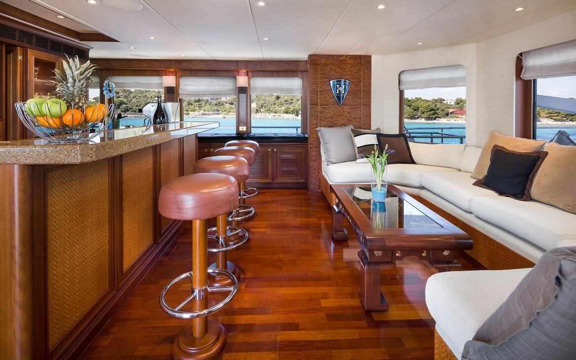 Motor Yacht Brazil bar