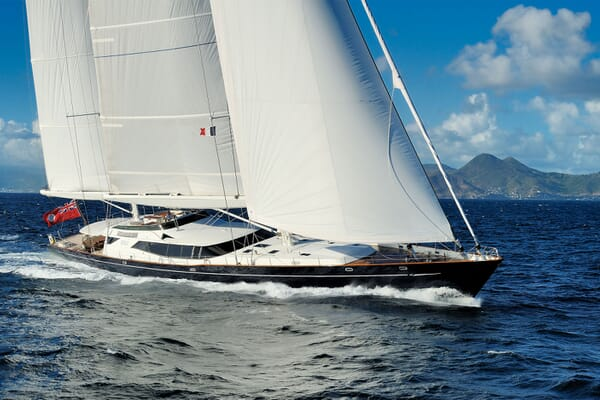 Sailing Yacht DRUMBEAT Profile Underway