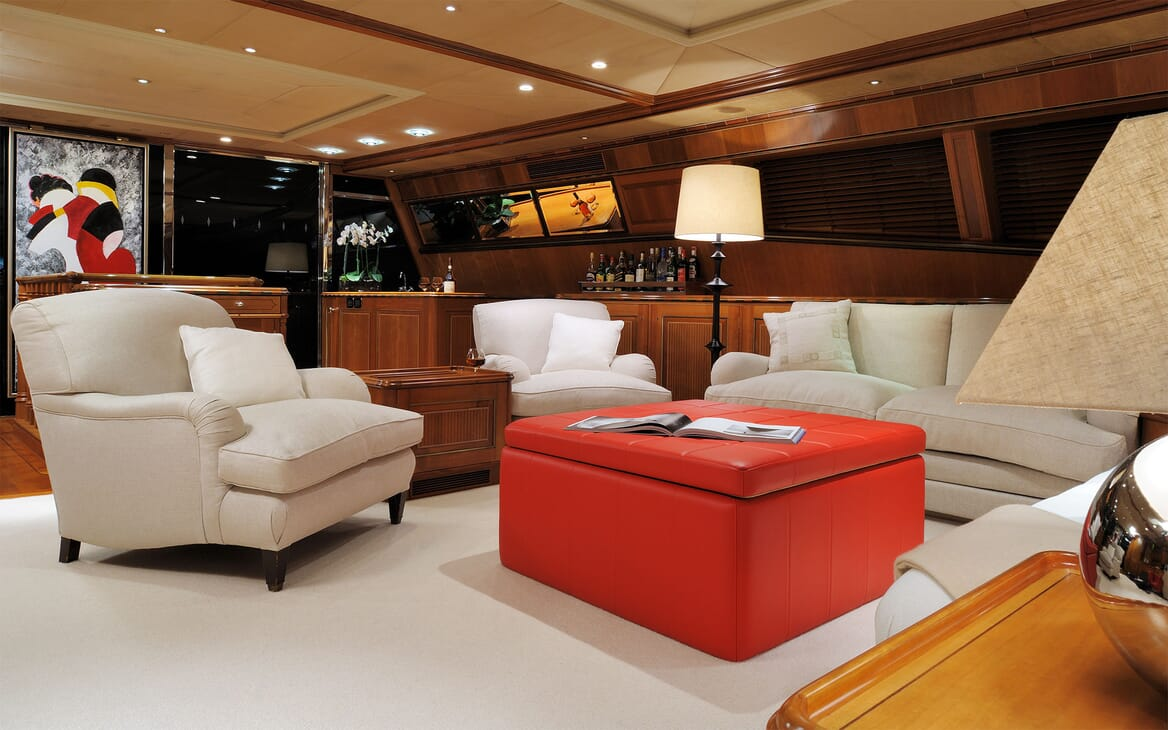 Sailing Yacht DRUMBEAT Main Saloon 2