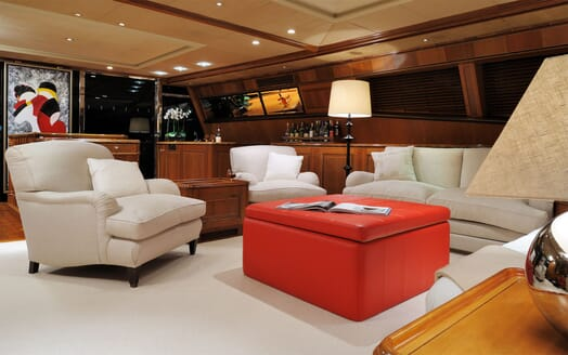 Sailing Yacht DRUMBEAT Main Saloon 2