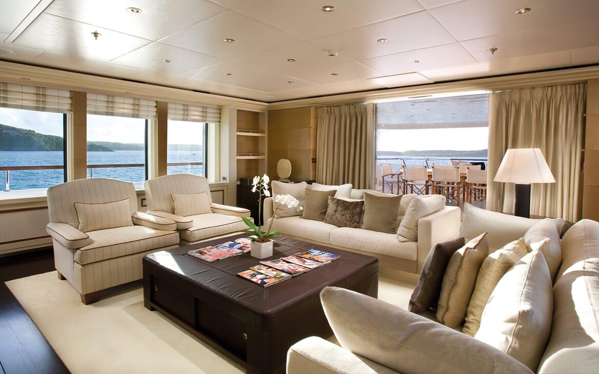 Motor Yacht Odessa salon