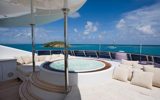 Motor Yacht Odessa hot tub