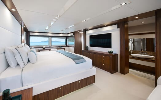 Motor Yacht THREE RIVERS Master Stateroom