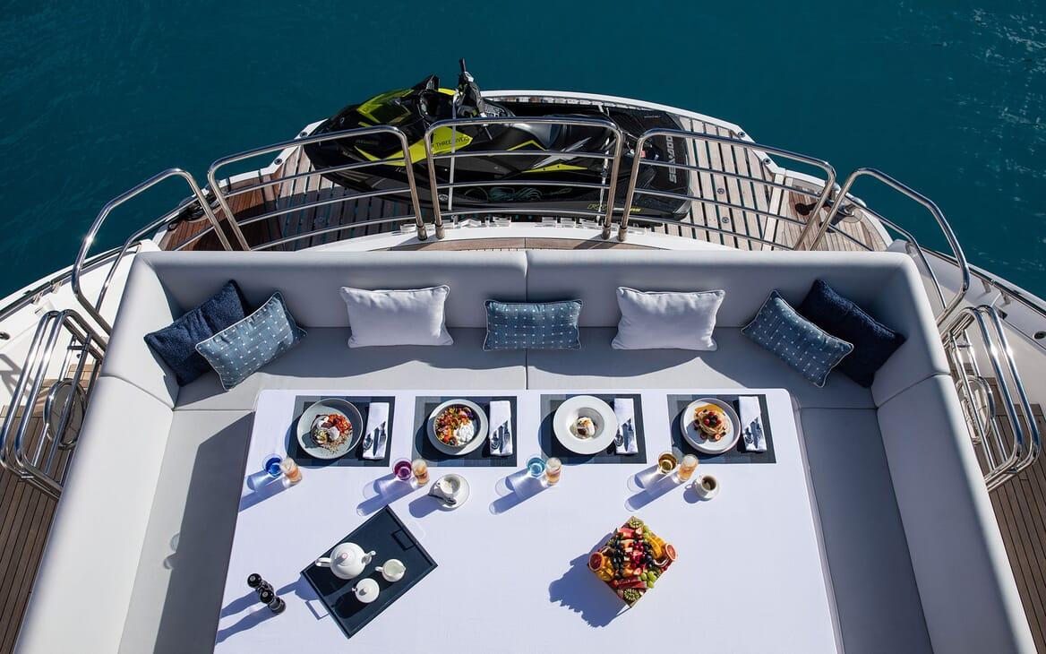 Motor Yacht THREE RIVERS Aft Dining