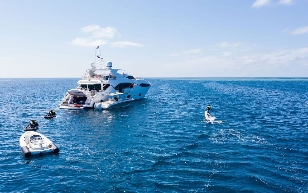 Motor Yacht THREE RIVERS Exterior