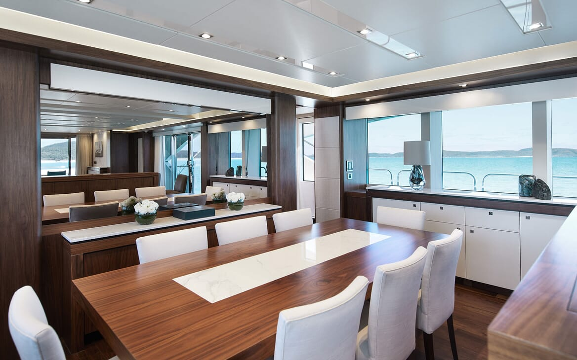 Motor Yacht THREE RIVERS Dining Table