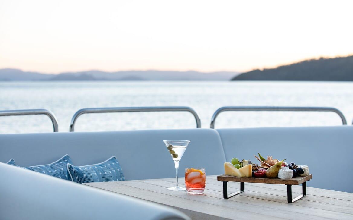 Motor Yacht THREE RIVERS Cocktail Sun Deck