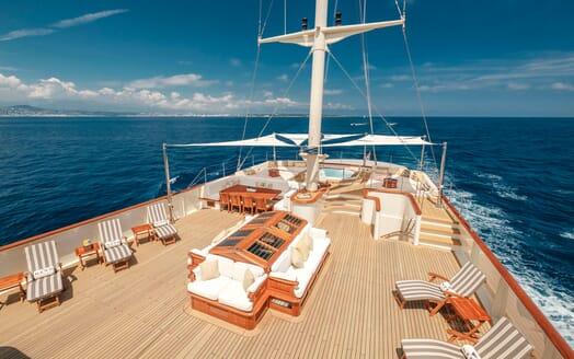 Motor Yacht NERO Sun Deck