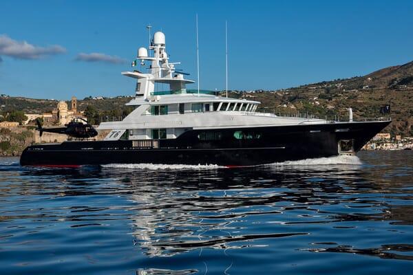Motor Yacht T6 Running
