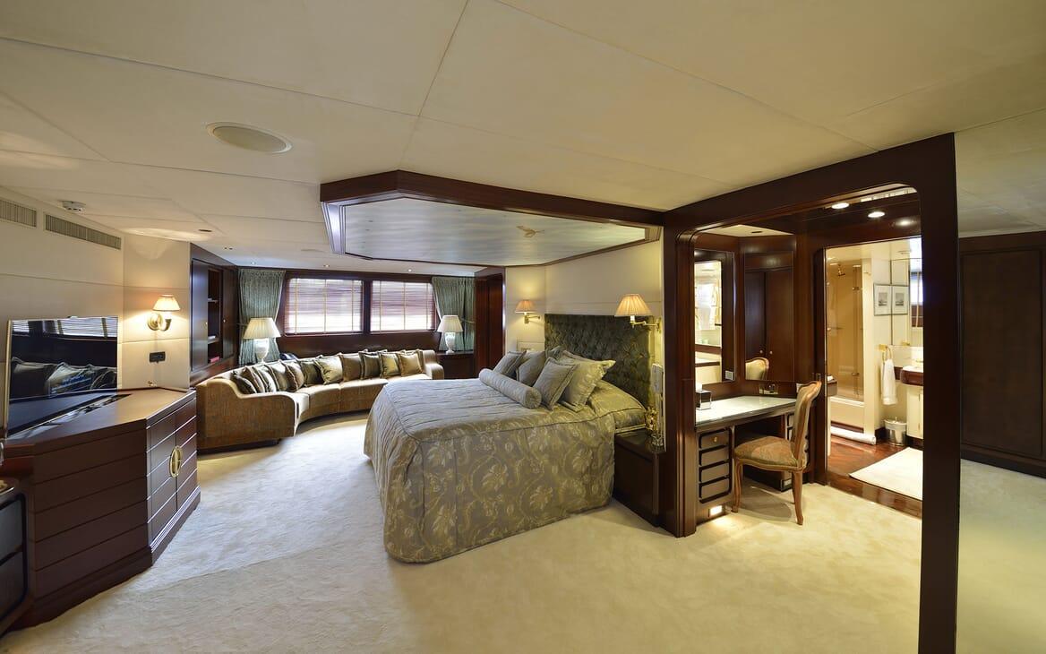 Motor Yachts THE MERCY BOYS Master Stateroom