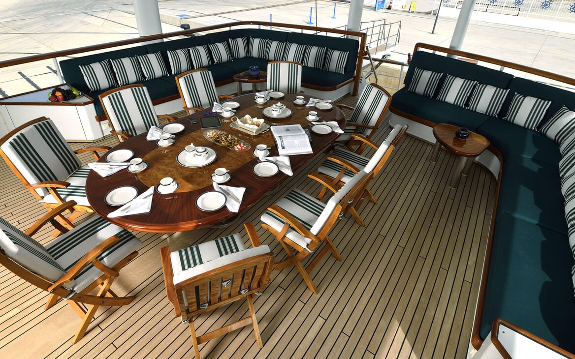 Motor Yachts THE MERCY BOYS Aft Deck Dining Table