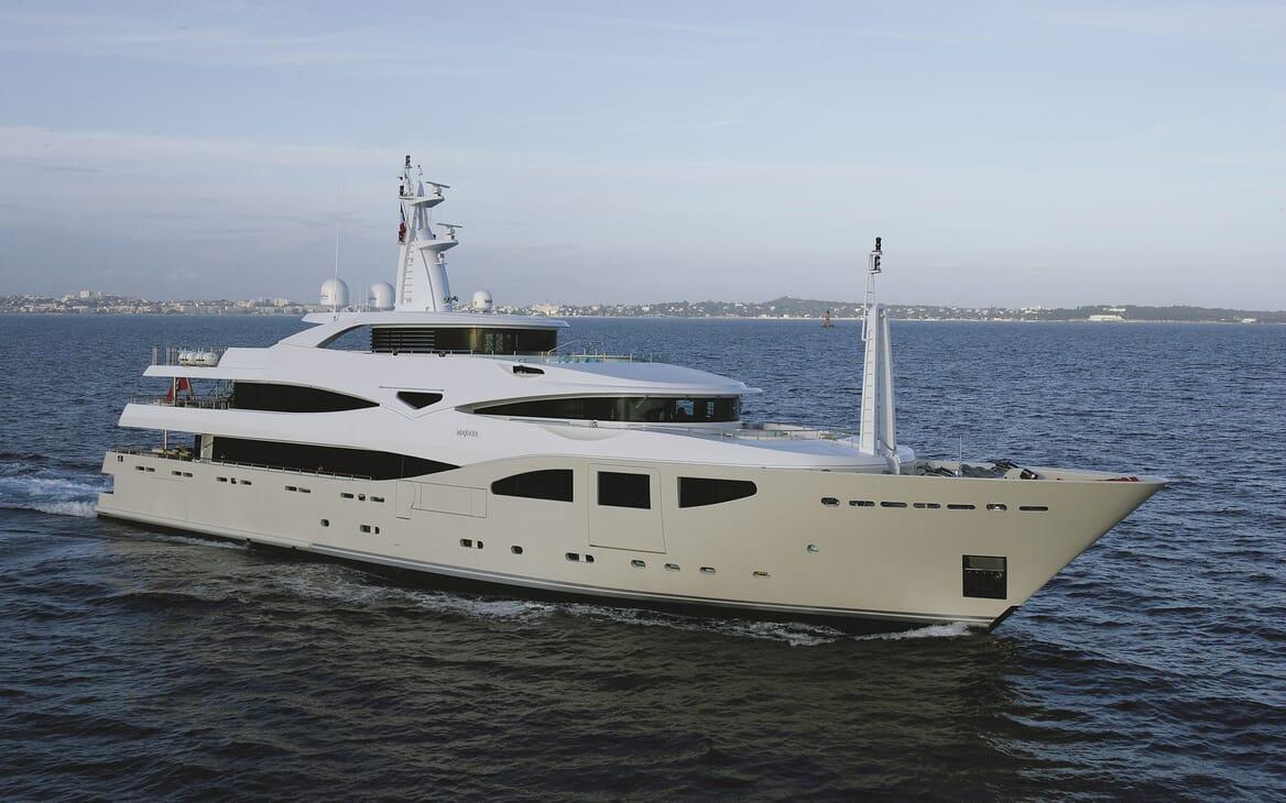 Motor Yacht Maraya cruising