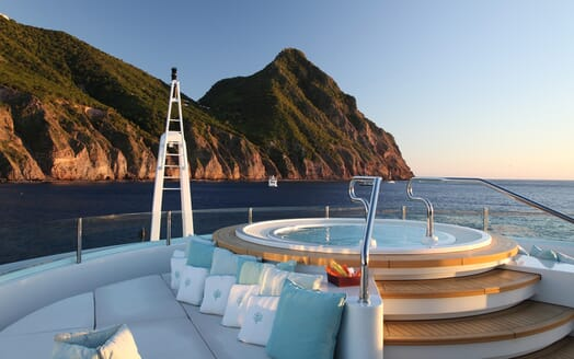 Motor Yacht Maraya hot tub