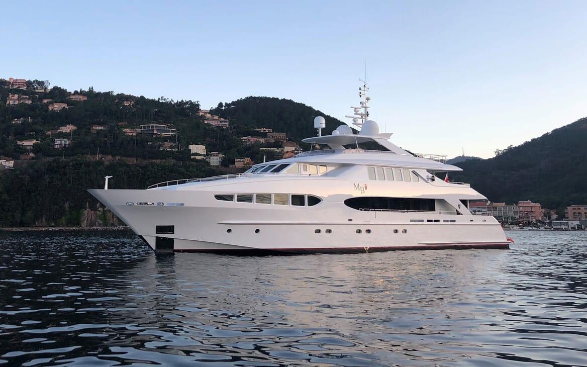 Motor Yacht Mac Brew Anchored Profile