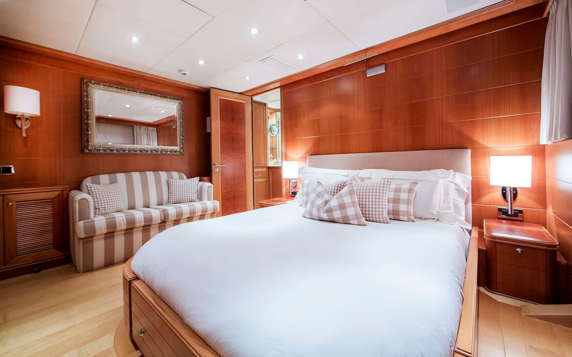 Motor Yacht Mac Brew Guest Double Stateroom