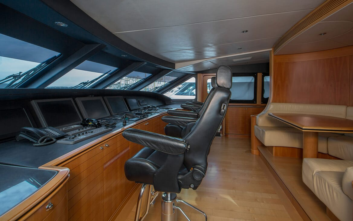 Motor Yacht Mac Brew Wheelhouse