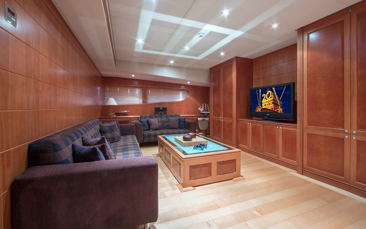 Motor Yacht Mac Brew TV and Games Saloon