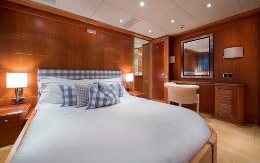 Motor Yacht Mac Brew Guest Stateroom