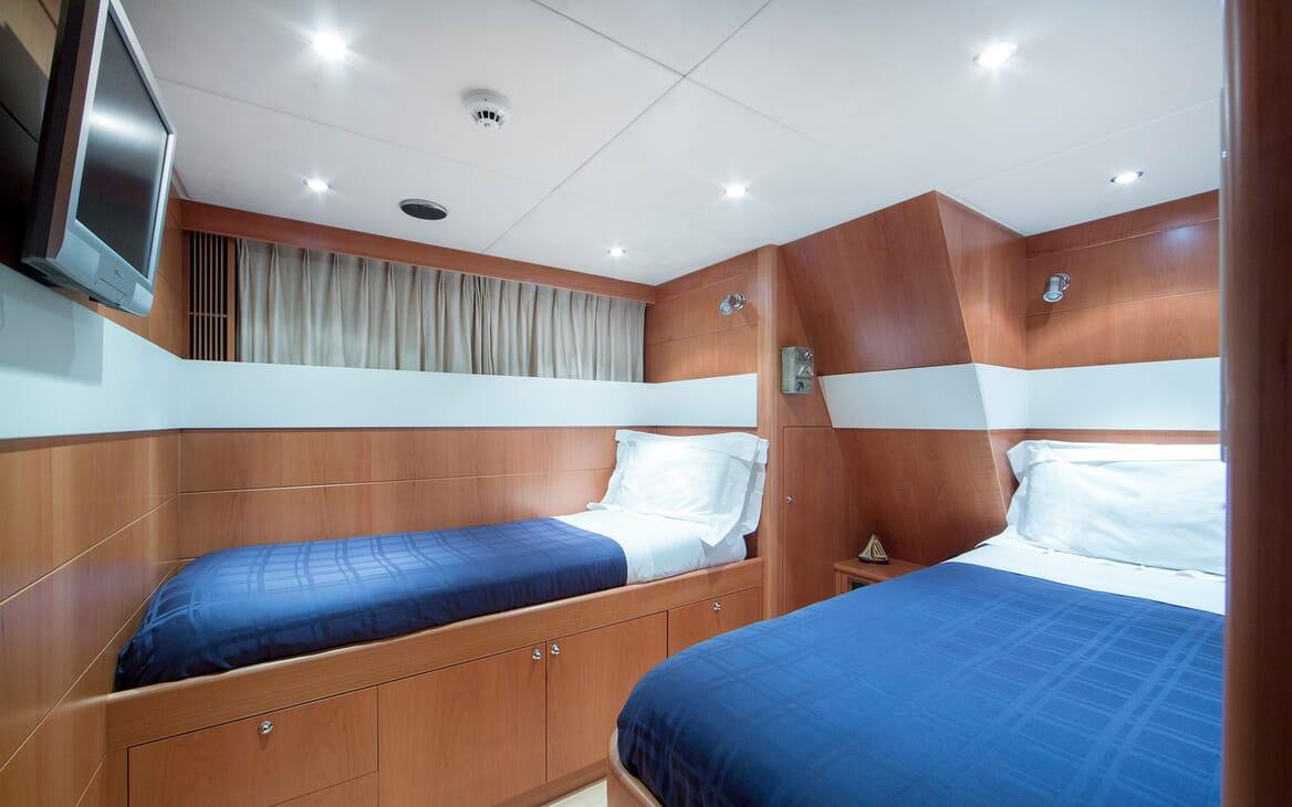 Motor Yacht Mac Brew Twin Stateroom