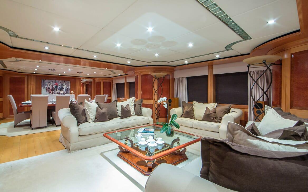 Motor Yacht Mac Brew Main Saloon