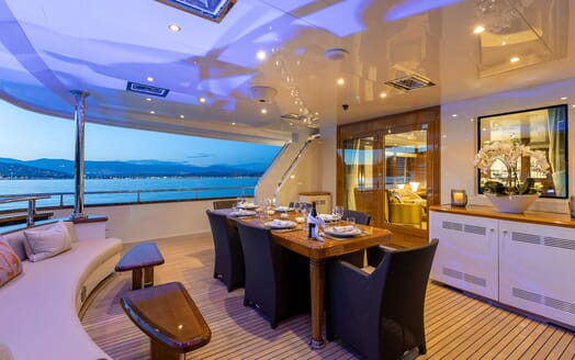 Motor yacht BEVERLEY alfresco dining table with seating up to six guests