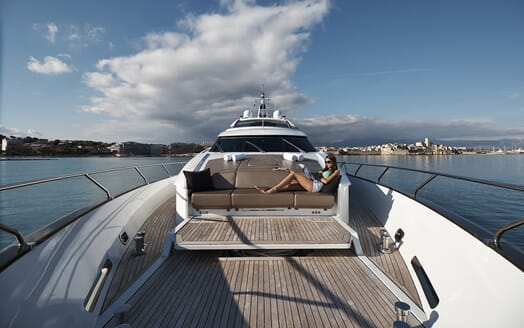 Motor Yacht Quantum foredeck