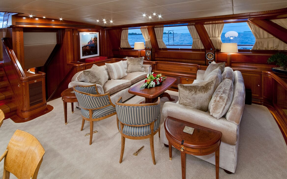 Sailing Yacht HYPERION Main Saloon Seating
