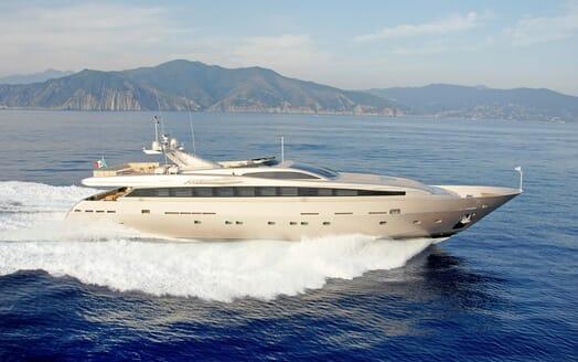Motor Yacht Aqua running shot