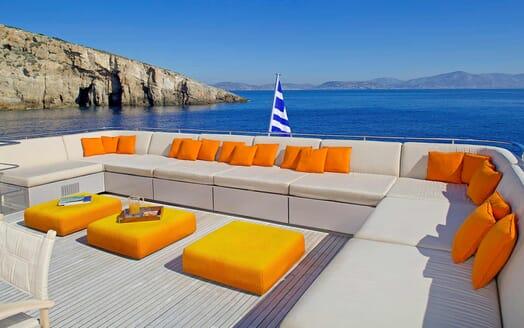 Motor Yacht Aqua aft seating