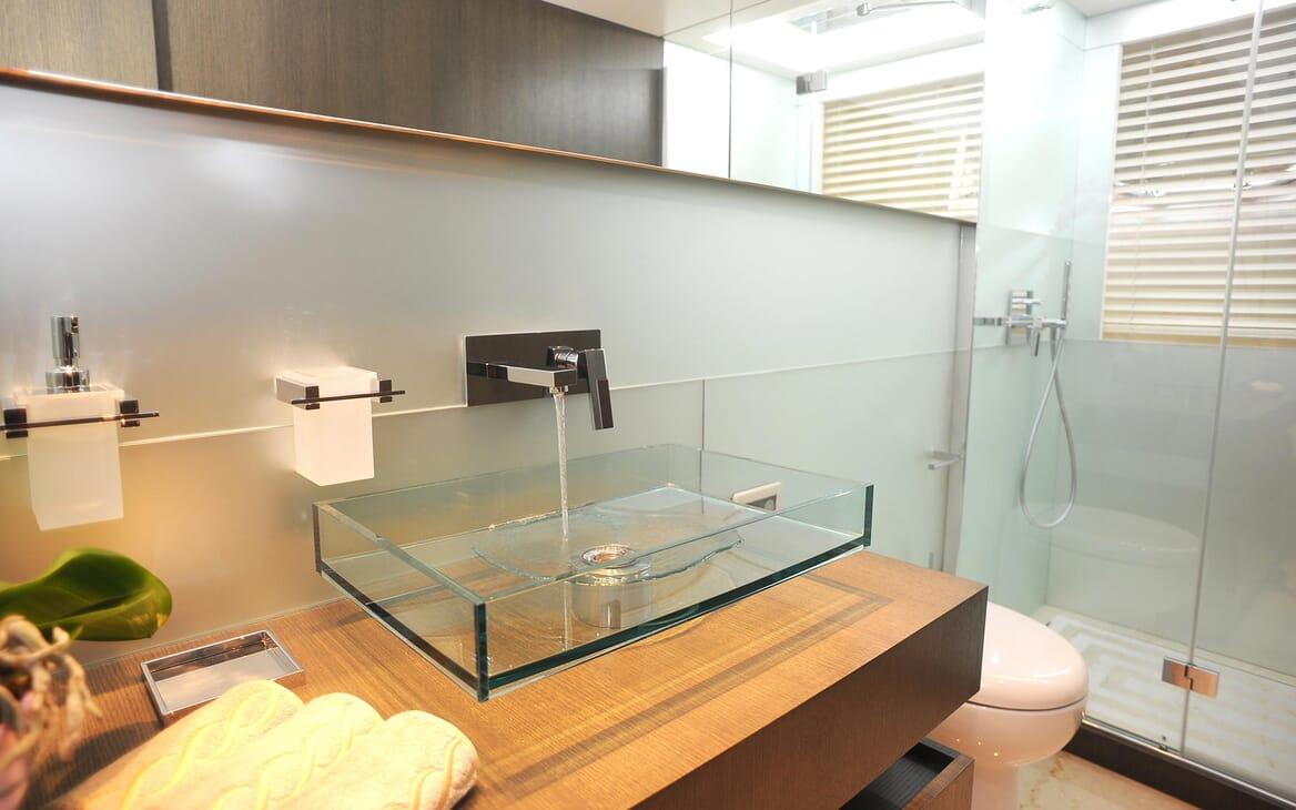 Motor Yacht Aqua bathroom