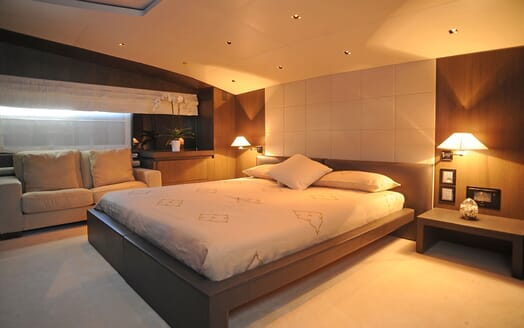 Motor Yacht Aqua master cabin