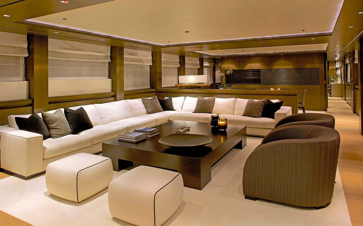 Motor Yacht Aqua saloon