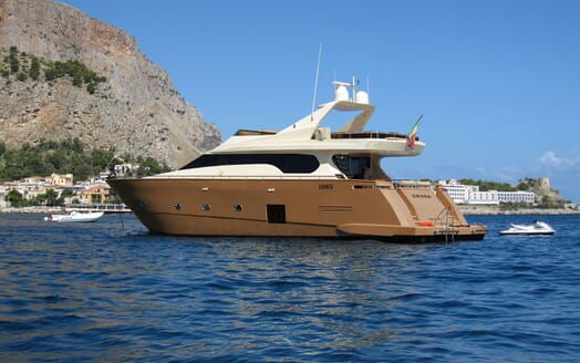 Motor Yacht ANDEA Aft View