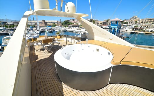 Motor Yacht ANDEA Jacuzzi Sundeck