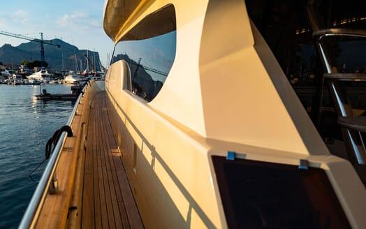 Motor Yacht ANDEA Sundeck Wheel