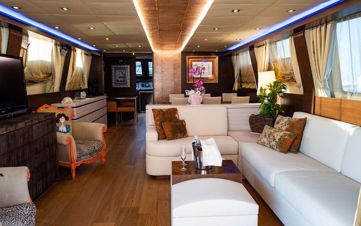 Motor Yacht ANDEA Bow Sun Pads