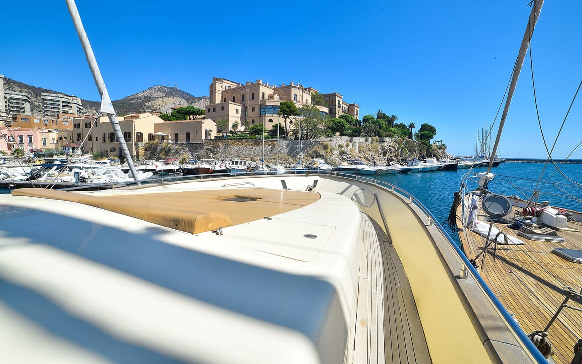 Motor Yacht ANDEA Front Sun Pads