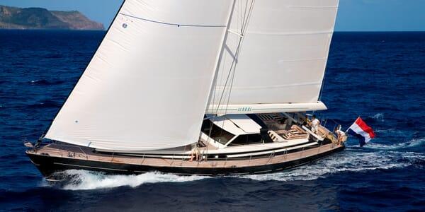 Sailing Yacht Icarus sailing