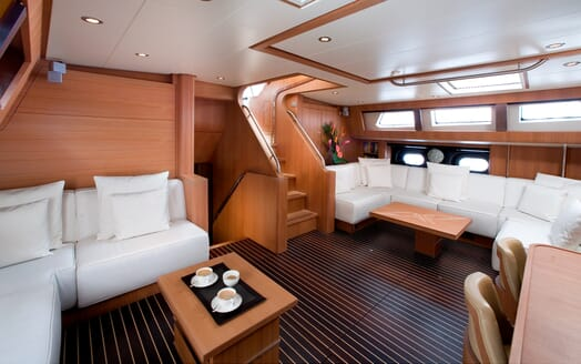 Sailing Yacht Icarus saloon