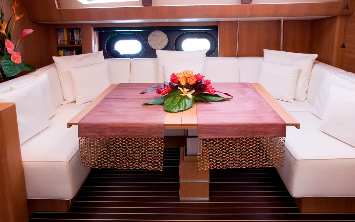Sailing Yacht Icarus salon