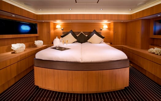 Sailing Yacht Icarus master cabin