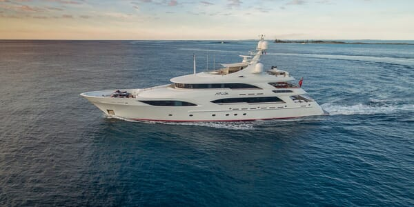 Motor Yacht Avalon Underway