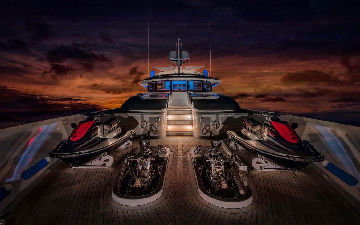 Motor Yacht Avalon Jetskis