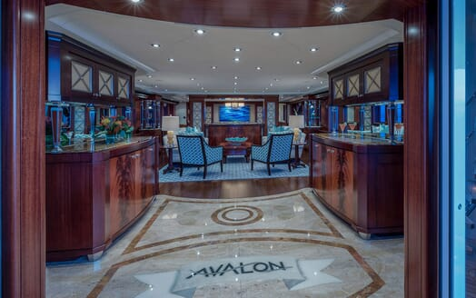 Motor Yacht Avalon Main Saloon