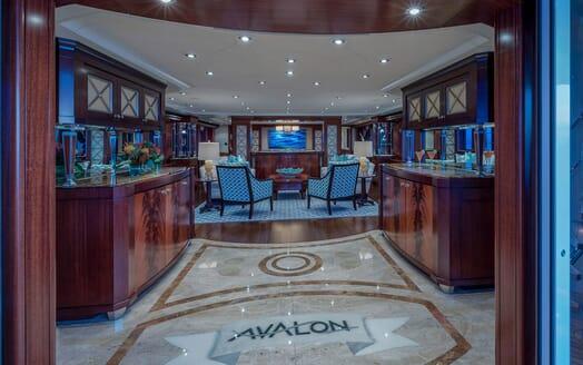 Motor Yacht Avalon Main Saloon