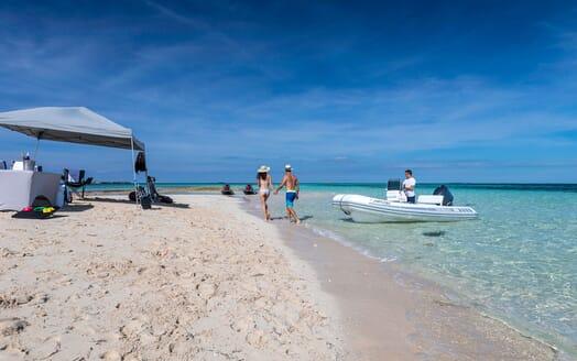 Motor Yacht Avalon Beach Set Up